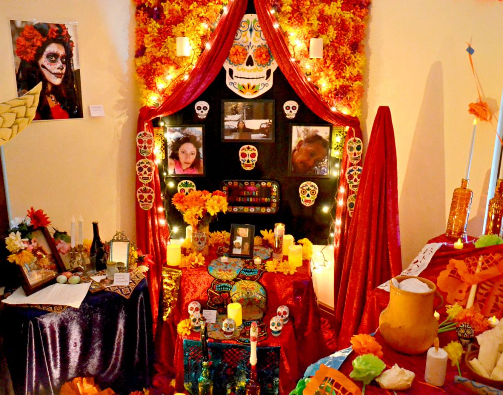 An ofrenda from 2019.