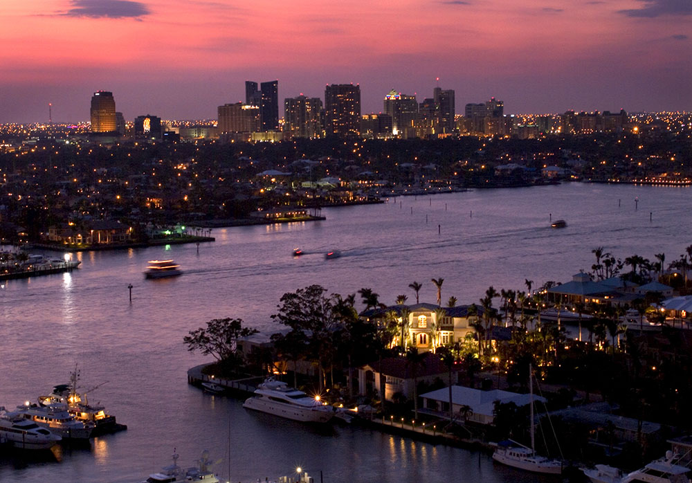 Water Taxi Holiday Lights Cruises Return - Fort Lauderdale Illustrated