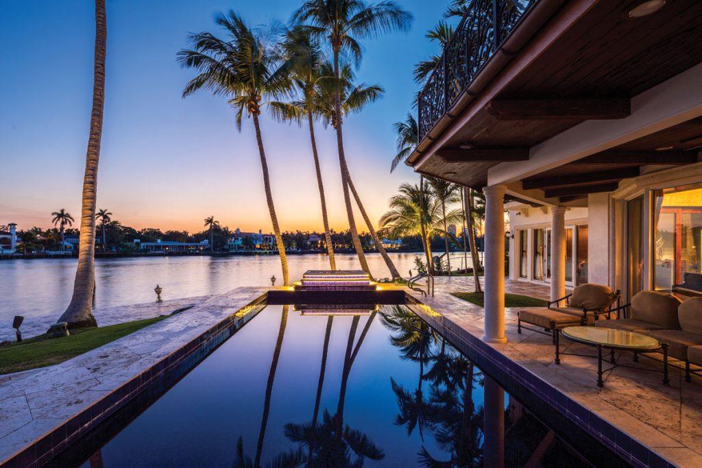Las Olas Isles Twilight pool by Katia Bates of Innovative Creations, Photo by Danny Petroni Photography