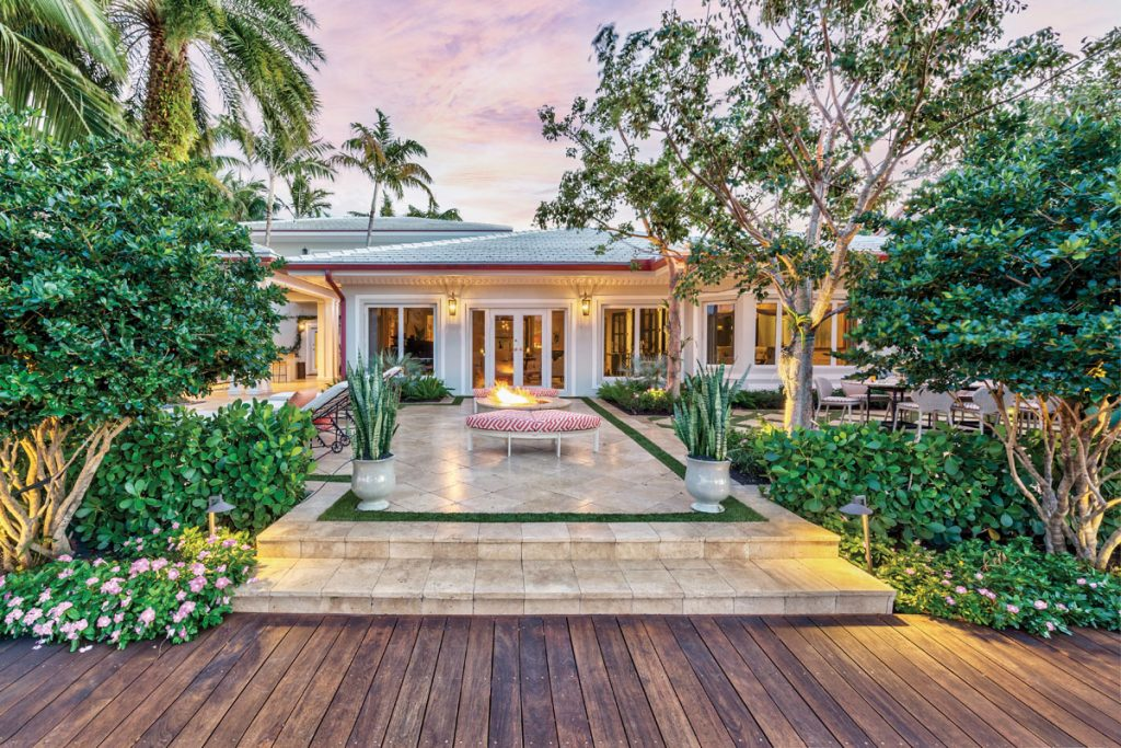 Pelican Isle outdoor space by Alicia Weaver, Photo by Catalina Lackner Photography