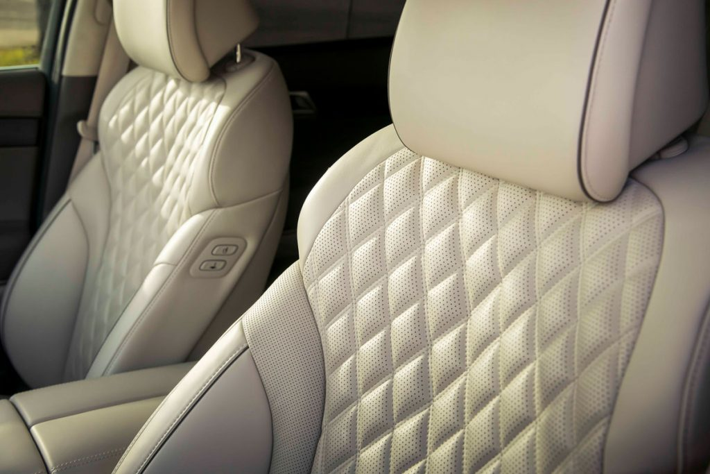 Genesis GV80, luxe quilting on front seats