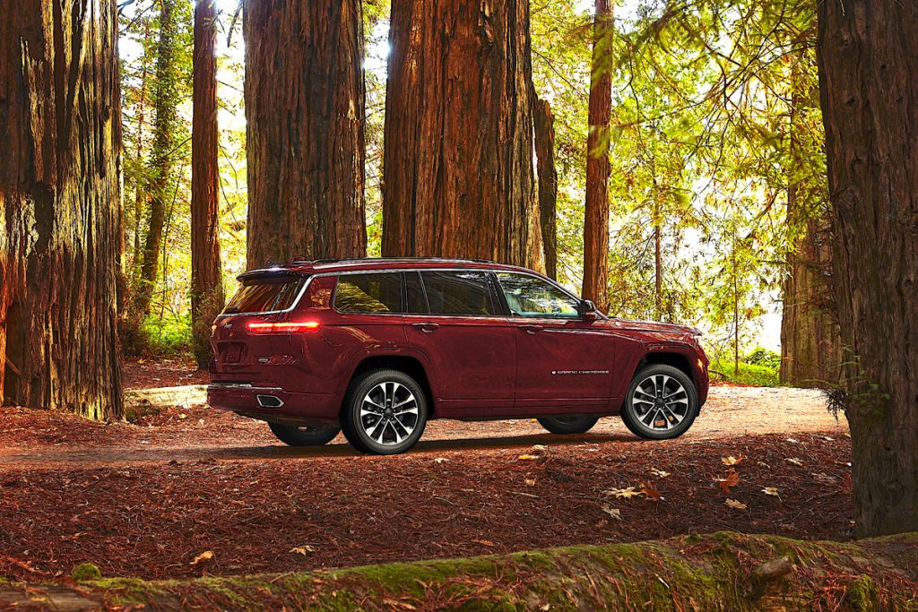 Jeep Grand Cherokee L  full view in the forest